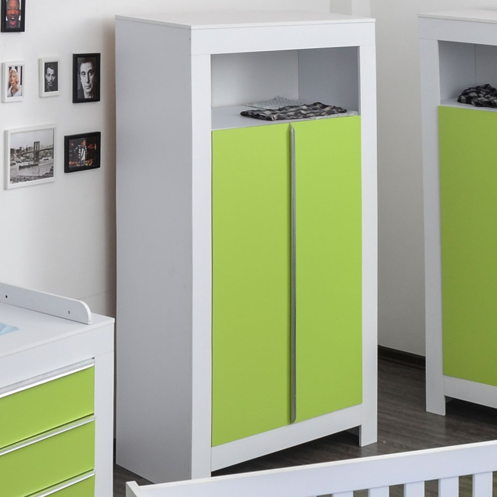 kleiderschrank 2 t rig felix in wei mit gr nen schrankt rfronten baby m bel kleiderschr nke. Black Bedroom Furniture Sets. Home Design Ideas